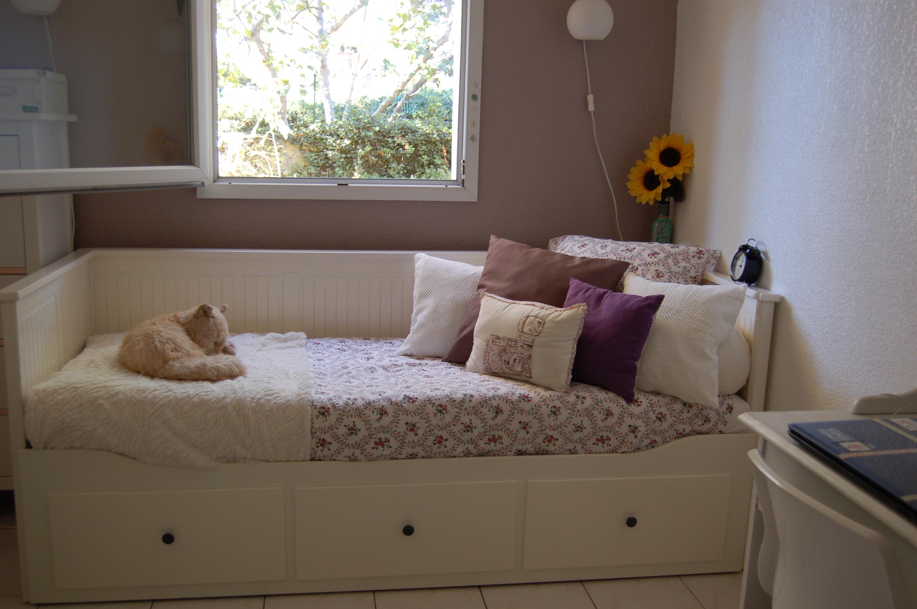 je commence par faire mon lit cuest un rituel que je veux garder car cuest ce qui rend la. Black Bedroom Furniture Sets. Home Design Ideas